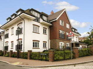 16WoodcoteHousesummerfront.jpg
