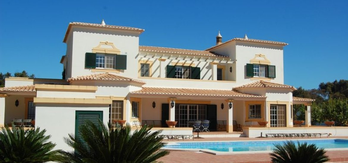 Impressive villa in the Penina Golf Resort