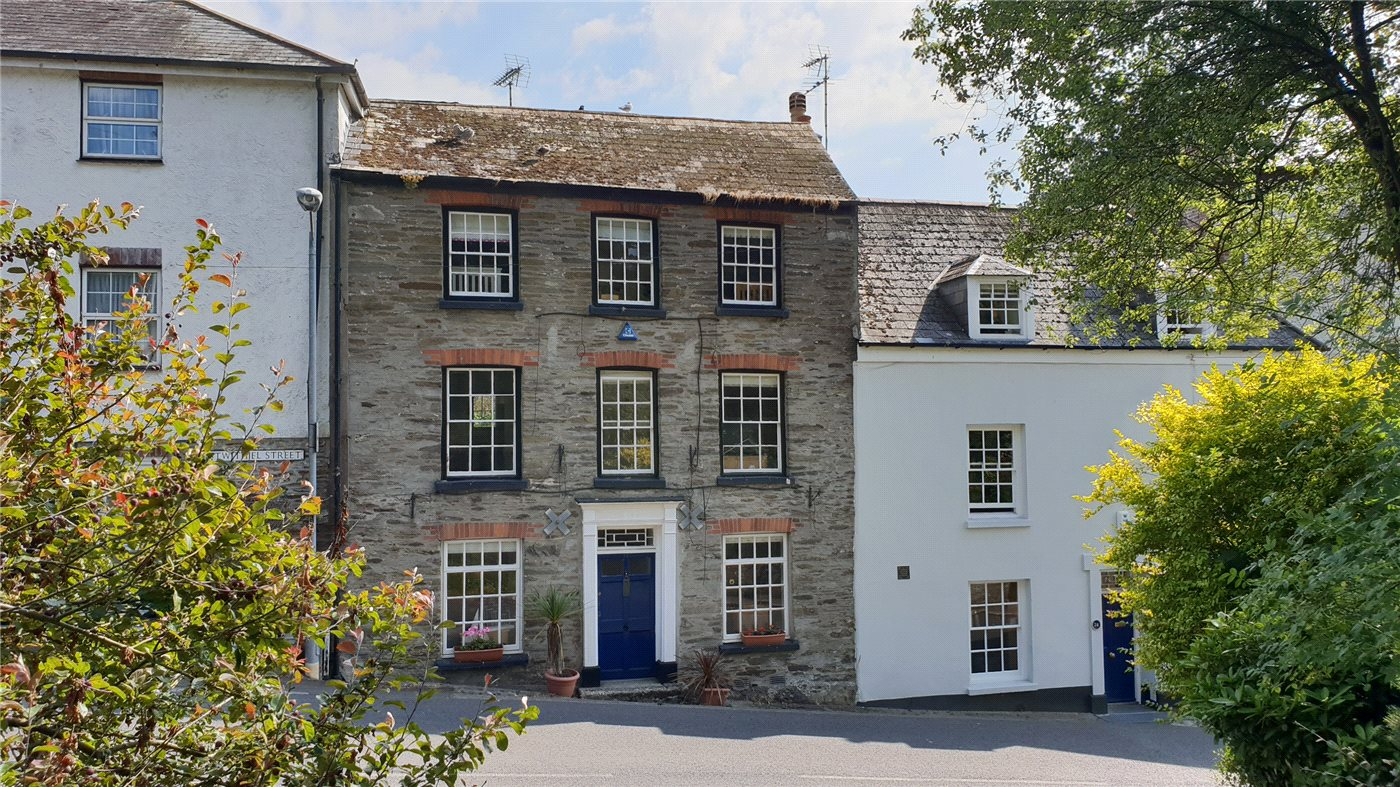 A five double bedroom, double fronted Georgian house in Fowey