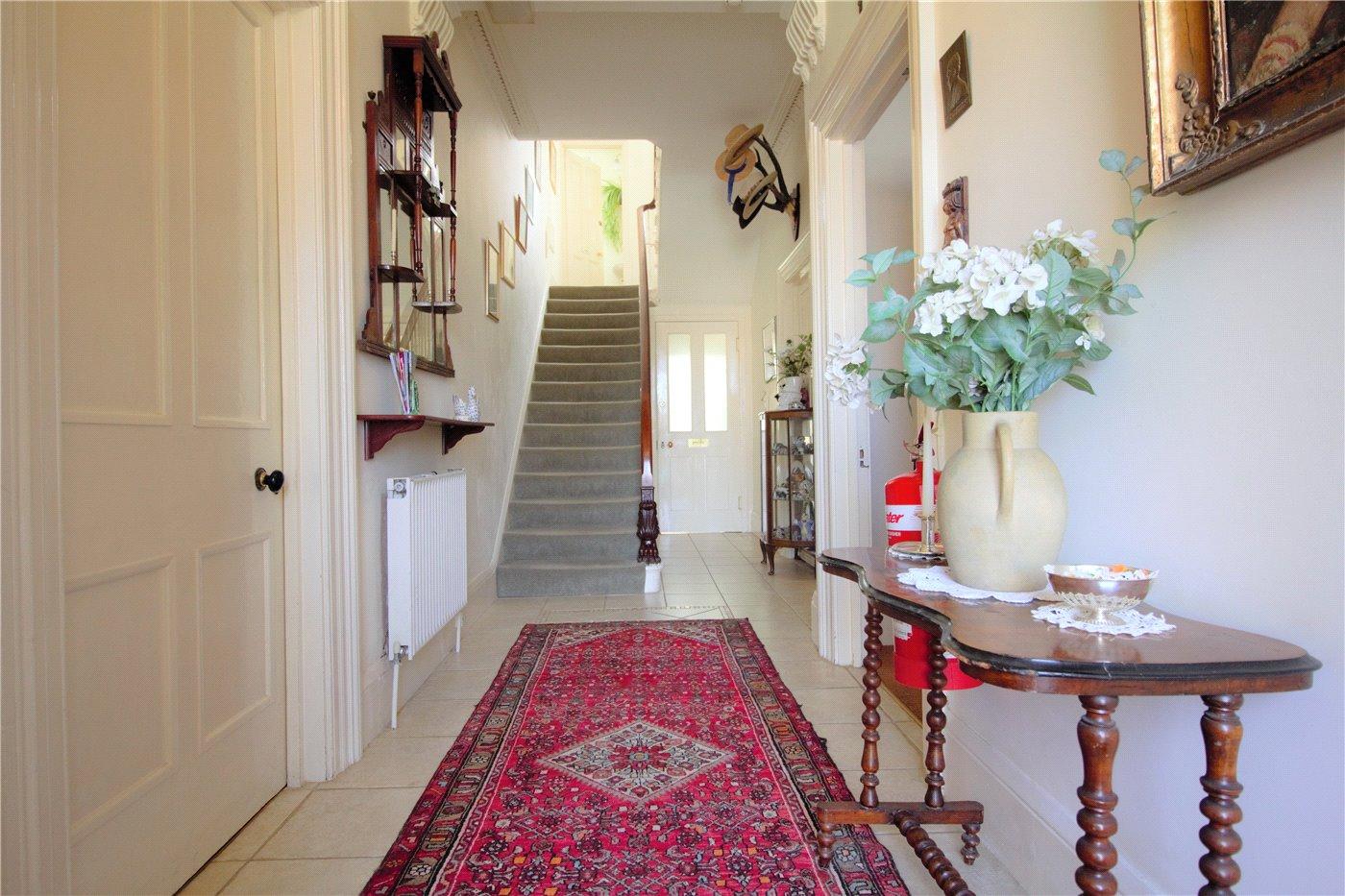 Seven bedroom house in Cheltenham